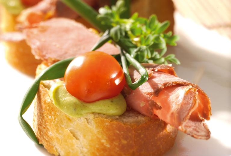 Roastbeef-Sandwich mit grünem Senf